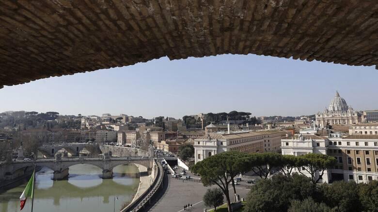 Κορωνοϊός - Ιταλία: Έξαρση των κρουσμάτων - Πιο σκληρά μέτρα ζητούν οι ειδικοί