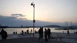 Συναγερμός για τις νέες μεταλλάξεις του κορωνοϊού που στέλνουν 30άρηδες στην Εντατική