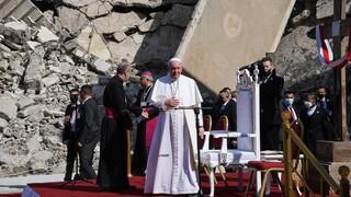 Επίσκεψη Πάπα στο Ιράκ: Προσευχή στα χαλάσματα εκκλησιών που κατέστρεψε το Ισλαμικό Κράτος