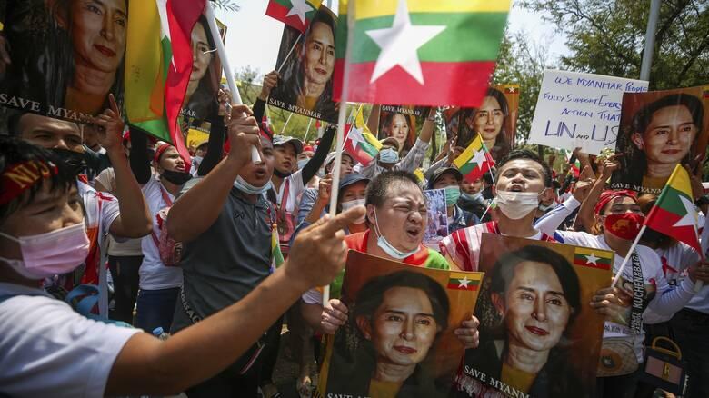 Νέες διαδηλώσεις στη Μιανμάρ παρά την αιματηρή καταστολή