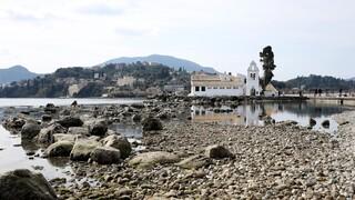 Κέρκυρα: Τραβήχτηκαν τα νερά και στο Ποντικονήσι