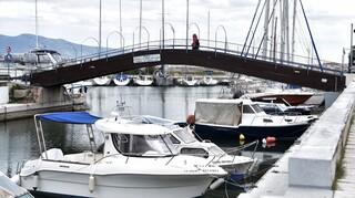 Πειραιάς: Κυριακάτικη βόλτα στην Καστέλλα και το Μικρολίμανο με λιγοστή κίνηση λόγω των μέτρων