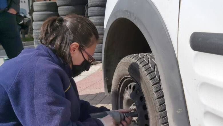 Ιδιοκτήτρια συνεργείου περιγράφει τις δυσκολίες ενός «ανδροκρατούμενου» επαγγέλματος