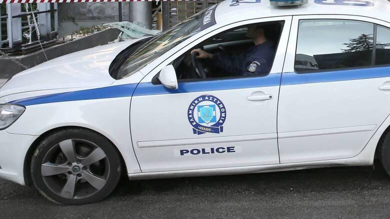 Επίθεση στο Παγκράτι: Έσπασαν τζάμια και έγραψαν συνθήματα σε κτήριο της δημοτικής αστυνομίας