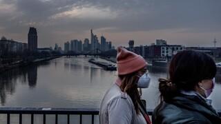 Γιατί από χώρα-υπόδειγμα, η Γερμανία αποδεικνύεται καταστροφικά ανεπαρκής απέναντι στην πανδημία