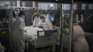 Κορωνοϊός: Αυξάνεται η πίεση στο ΕΣΥ - 477 διασωληνωμένοι, 1.165 νέα κρούσματα, 39 θάνατοι