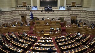 Στη Βουλή η αστυνομική βία: Η κυβερνητική αποδοκιμασία και το «στρίμωγμα» στον Τσίπρα