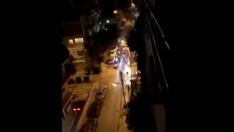 Πανόρμου: ΕΔΕ για τον αστυνομικό που σπάει φανάρι παρκαρισμένου ΙΧ