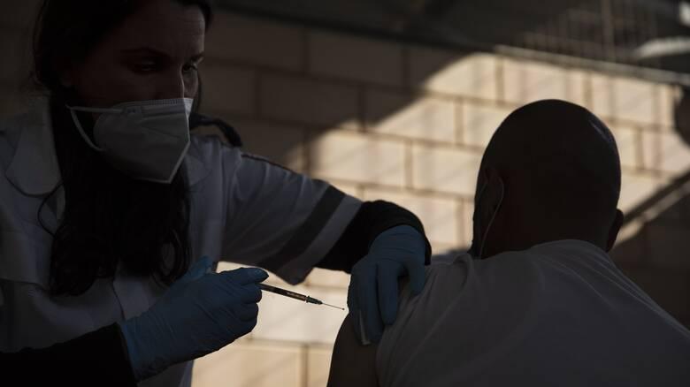 Στο νοσοκομείο υπέργηρος στις ΗΠΑ: Του έκαναν δύο δόσεις εμβολίου μέσα σε δύο ώρες