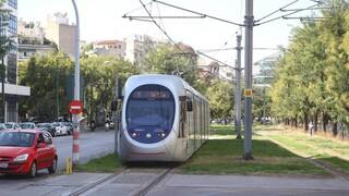 Διακόπτονται το απόγευμα τα δρομολόγια του τραμ στη Νέα Σμύρνη με εντολή της ΕΛ.ΑΣ