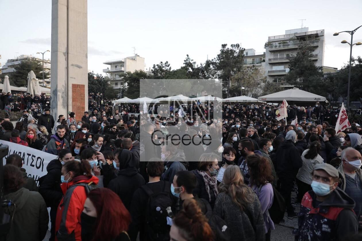https://cdn.cnngreece.gr/media/news/2021/03/09/257552/photos/snapshot/nea-smyrni-6-1.jpg