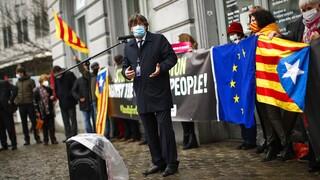 Το Ευρωκοινοβούλιο ήρε την ασυλία του πρώην προέδρου της Καταλονίας Κάρλες Πουτζντεμόν