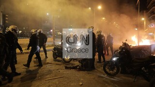 Νέα Σμύρνη: Τραυματίας αστυνομικός στη διάρκεια των επεισοδίων (pics&vid)