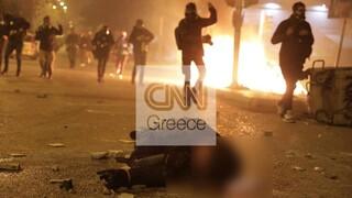 Συμπλοκές στη Νέα Σμύρνη: Σε σοβαρή κατάσταση -εκτός κινδύνου- ο τραυματίας αστυνομικός (pics&vids)
