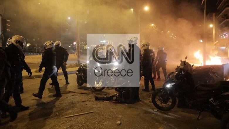 Συμπλοκές στη Νέα Σμύρνη: Καταδικάζει η Αντιπολίτευση την επίθεση κατά του αστυνομικού
