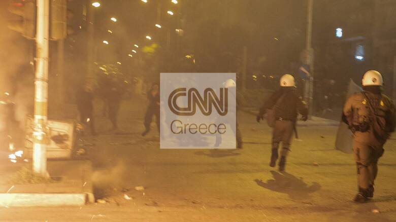 Νέα Σμύρνη: Σοκαριστικά καρέ και βίντεο από τη στιγμή της επίθεσης στον αστυνομικό