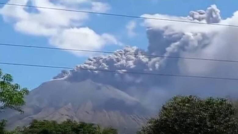 Αλλεπάλληλες ισχυρές εκρήξεις στο ηφαίστειο Σαν Κριστόμπαλ
