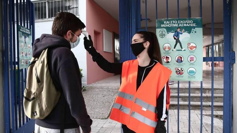 Κορωνοϊός: Μάσκες προστασίας ράβουν μαθητές στη Μυτιλήνη