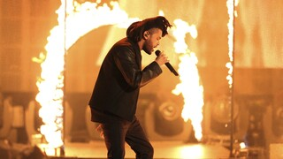 Weeknd: Σπάει ρεκόρ στα charts- Για 52 συνεχείς εβδομάδες στο top-10 το «Blinding Lights»