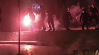 Νέα Σμύρνη: Δέκα οι τραυματίες αστυνομικοί από τα επεισόδια