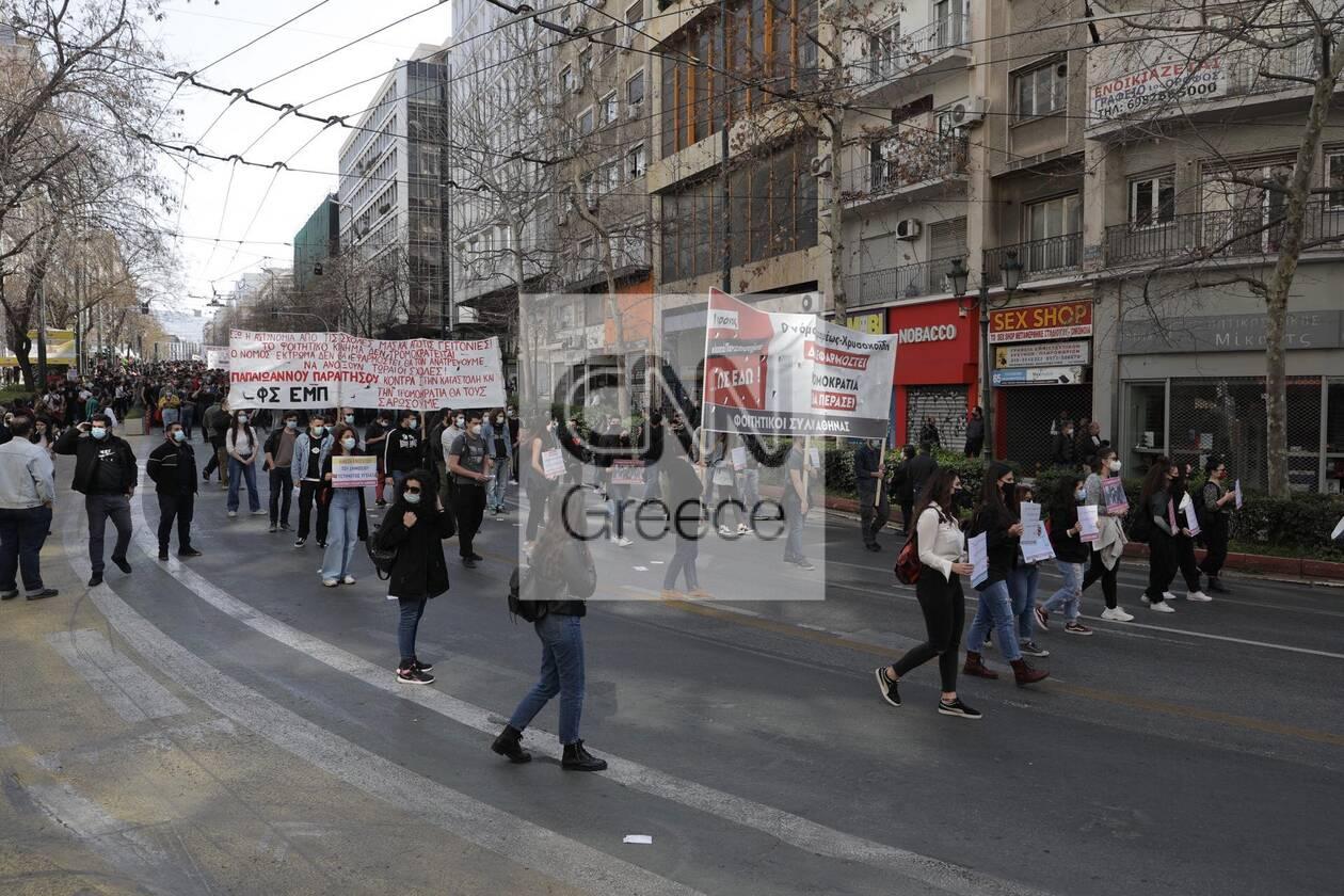 https://cdn.cnngreece.gr/media/news/2021/03/10/257663/photos/snapshot/panekpaideytiko-1.jpg