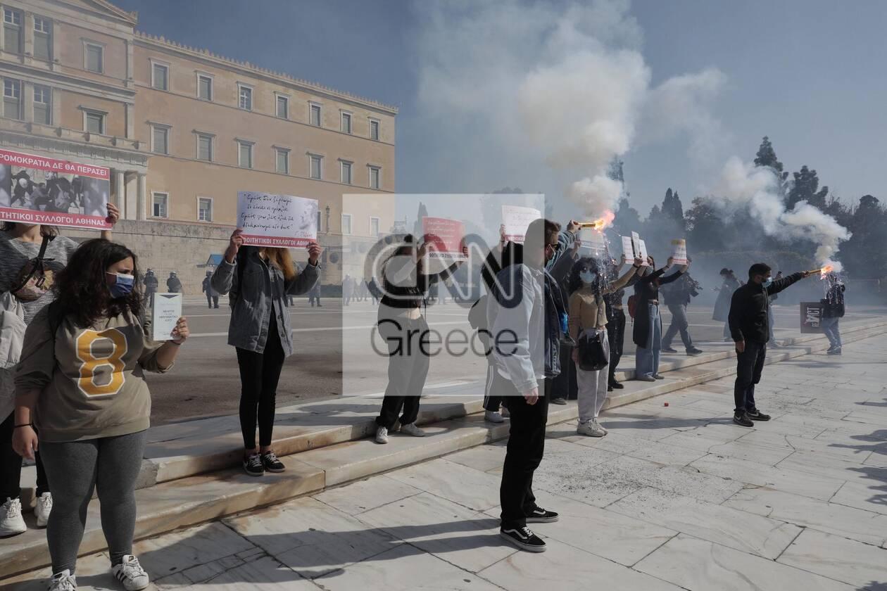 https://cdn.cnngreece.gr/media/news/2021/03/10/257663/photos/snapshot/syntagma-3.jpg