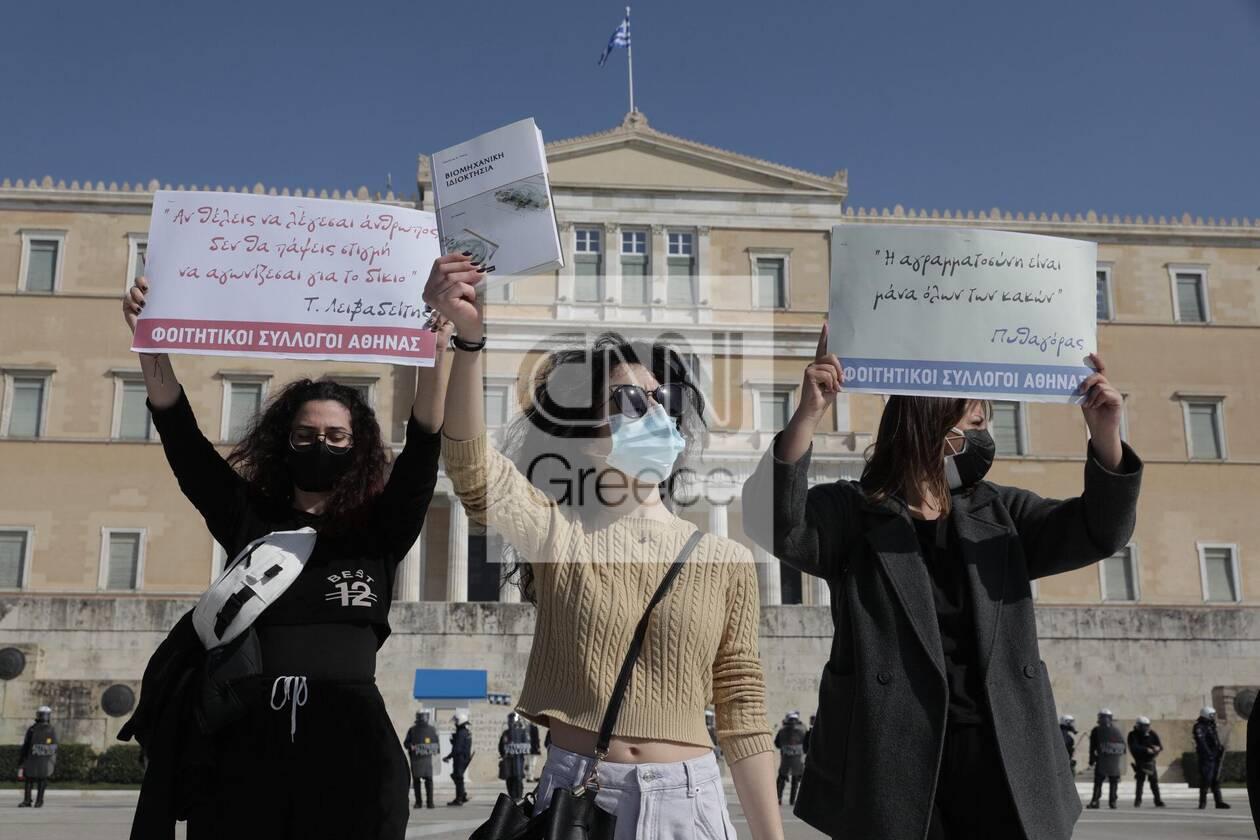 https://cdn.cnngreece.gr/media/news/2021/03/10/257663/photos/snapshot/syntagma.jpg