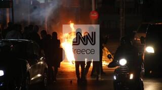 «Μετωπική» κυβέρνησης - ΣΥΡΙΖΑ περί πόλωσης και διχασμού στη σκιά των επεισοδίων στη Νέα Σμύρνη