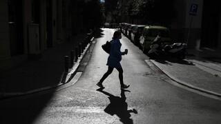 Κορωνοϊός: Οι εργαζόμενοι «οδηγούν» το τρίτο κύμα της πανδημίας - Απομακρύνεται η άρση των μέτρων