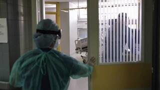 Κορωνοϊός - Έρευνα: Πιθανότερο να νοσήσουν οι υγειονομικοί στο σπίτι τους παρά στο νοσοκομείο