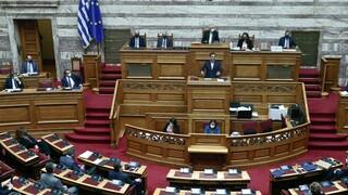 Ώρα του Πρωθυπουργού: Σκληρή αντιπαράθεση Μητσοτάκη - Τσίπρα για την αστυνομική βία