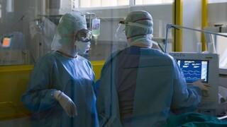 ΠΟΕΔΗΝ: «Μας πολιορκεί» ο κορωνοϊός - Διασωληνωμένοι εκτός ΜΕΘ και επιλογή ασθενών