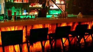 Lockdown: Προσαγωγές από νυχτερινό κέντρο της Αθήνας που λειτουργούσε με ζωντανή μουσική