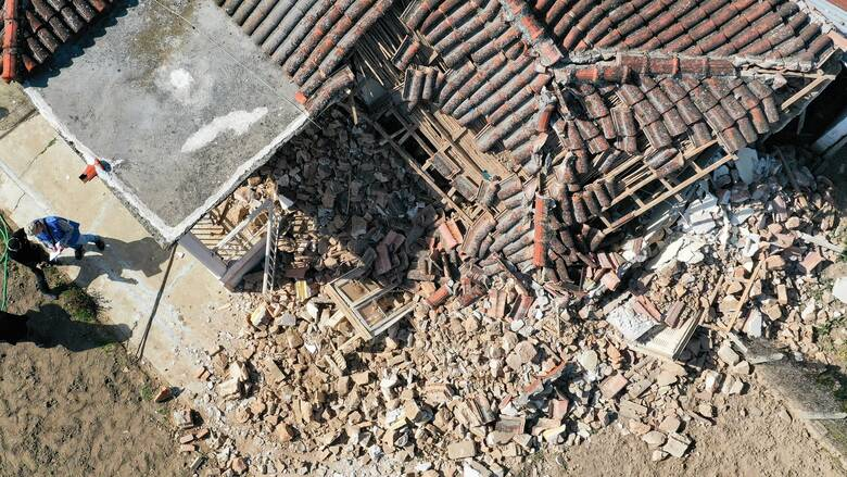 Προσωρινά ακατάλληλα κρίθηκαν 1.820 σπίτια από τους σεισμούς στη Θεσσαλία