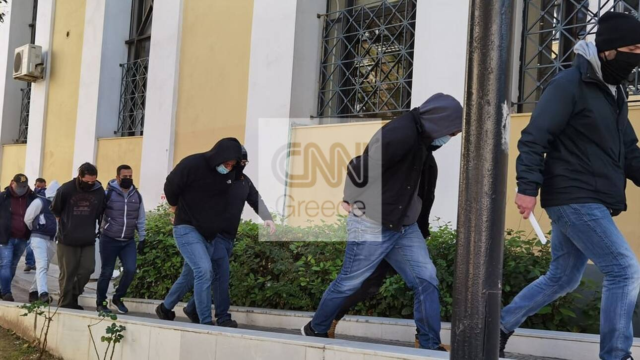 Επεισόδια Ν. Σμύρνη:Στον ανακριτή ο «Ινδιάνος» που φέρεται να έριξε τον αστυνομικό από τη μηχανή του - CNN.gr