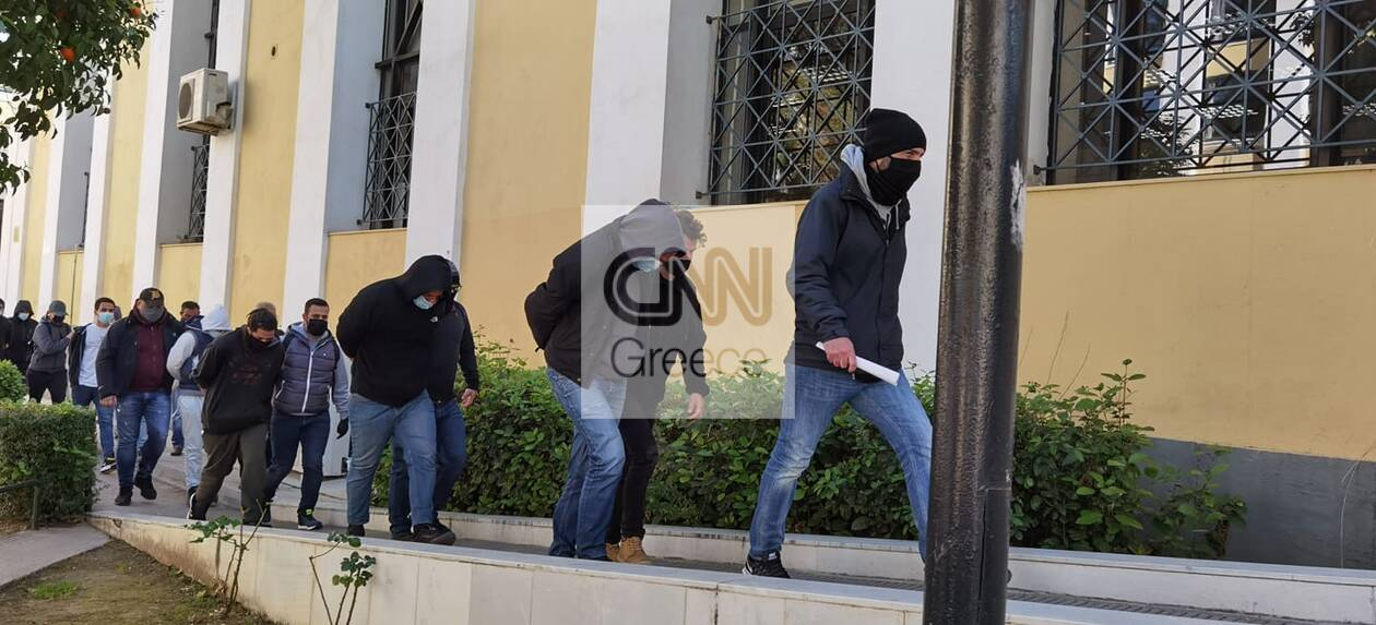 https://cdn.cnngreece.gr/media/news/2021/03/13/258043/photos/snapshot/epeisodia-nea-smirni-2.jpg