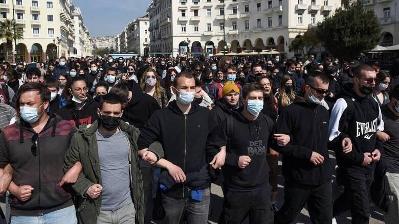 Κλιμακώνεται η αντιπαράθεση ΝΔ-ΣΥΡΙΖΑ για τις διαδηλώσεις εν μέσω πανδημίας