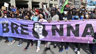 ΗΠΑ: Ένας χρόνος από τη δολοφονία της Μπριόνα Τέιλορ - Στους δρόμους χιλιάδες άνθρωποι