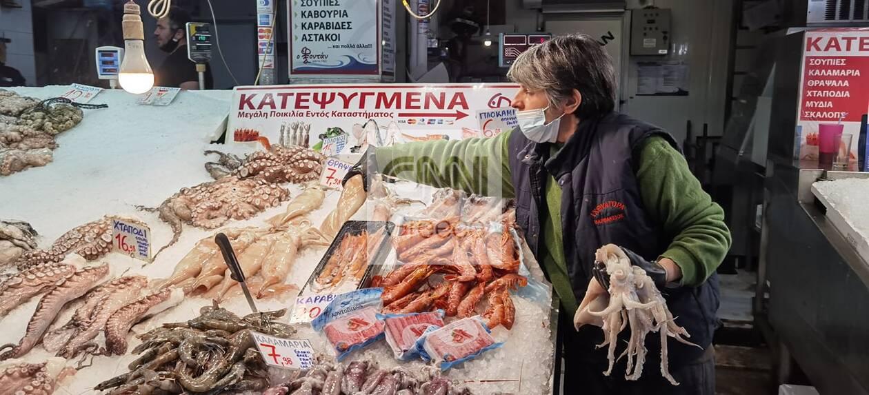 https://cdn.cnngreece.gr/media/news/2021/03/14/258158/photos/snapshot/varvakeios-agora5.jpg