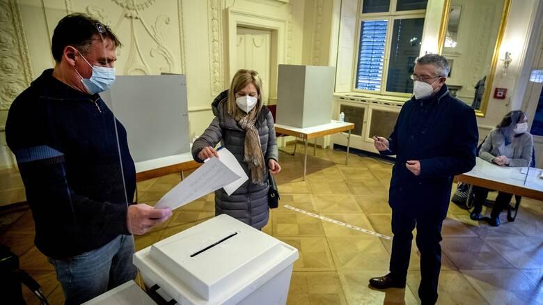 Γερμανία: Ήττα για το CDU σε δύο κρίσιμα κρατίδια, σύμφωνα με τα exit polls
