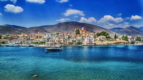 Guardian: Δέκα ιδανικοί ελληνικοί προορισμοί για διακοπές μετά την πανδημία