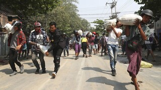 Μιανμάρ: «Λουτρό αίματος» στη Ρανγκούν - Οι κάτοικοι θάβουν τους νεκρούς και φεύγουν να γλιτώσουν