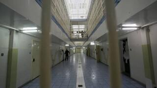 «Ξάφριζε» ηλικιωμένους μέσα από τη φυλακή - Πως δρούσε η σπείρα που εξαρθρώθηκε