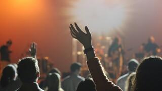 ΥΠΠΟΑ: Στο χαμηλό ΦΠΑ 6% τα εισιτήρια παραστάσεων και συναυλιών μέσω live-streaming