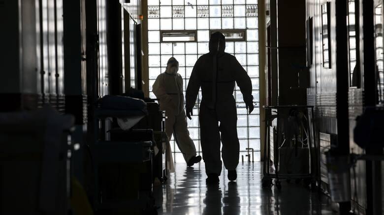 Συναγερμός για το ΕΣΥ:Αγωνία για τις εκτός ΜΕΘ διασωληνώσεις και τις εκτιμήσεις για αυξημένα κρούσμα