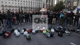 Τροχαίο στη Βουλή: Μοτοπορεία στο κέντρο της Αθήνας για τον 23χρονο Ιάσωνα