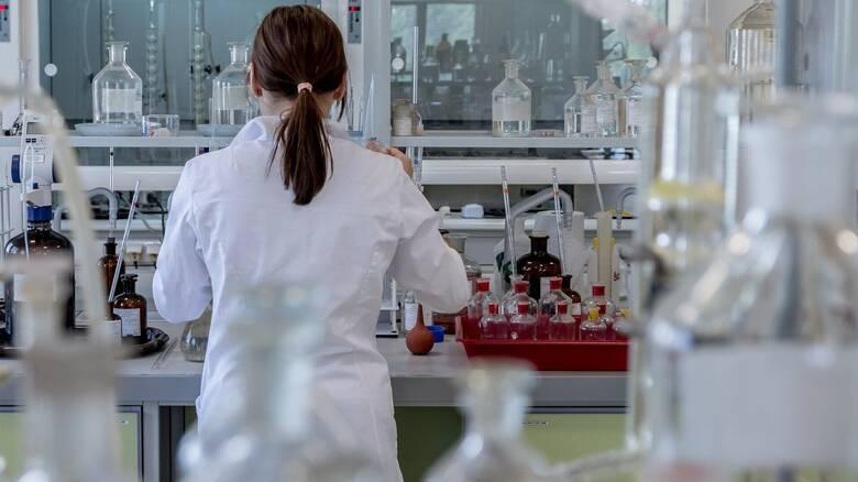 Επιστημονικό επίτευγμα: Μεγάλωσαν έμβρυα ποντικιών μέσα σε τεχνητή μήτρα