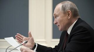 «Ο Μπάιντεν βλέπει τον εαυτό του σε μένα - Να είναι καλά»: H απάντηση Πούτιν για το «δολοφόνος»