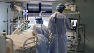 Κορωνοϊός και αστική ευθύνη: Τι «φρενάρει» τους ιδιώτες γιατρούς να συνδράμουν το ΕΣΥ