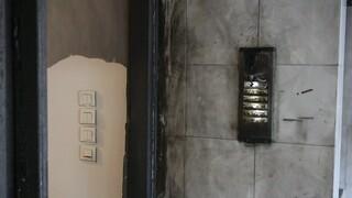 Θεσσαλονίκη: Επίθεση με γκαζάκια σε είσοδο πολυκατοικίας